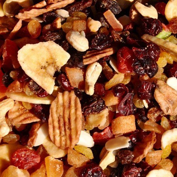 איך בוחרים פירות יבשים וכמה כדאי לאכול